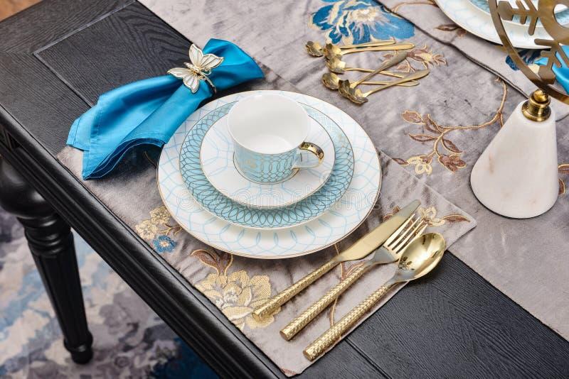 Vaisselle de luxe de vaisselle photographie stock libre de droits