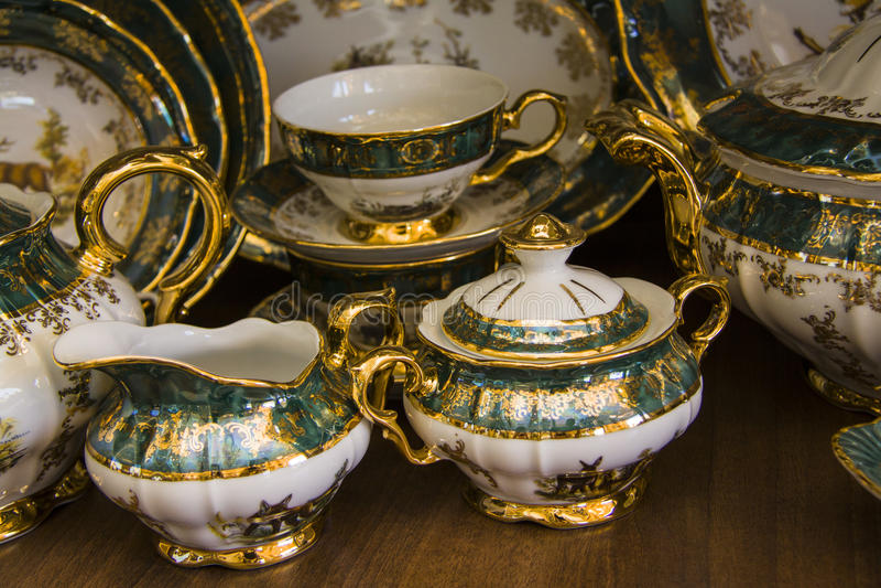 vaisselle de luxe image stock image du faience cuvette 47277609. Black Bedroom Furniture Sets. Home Design Ideas