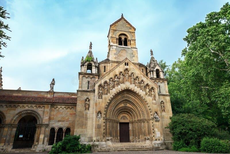 Vajdahunyad城堡的老亚克教堂在布达佩斯,匈牙利 免版税库存图片