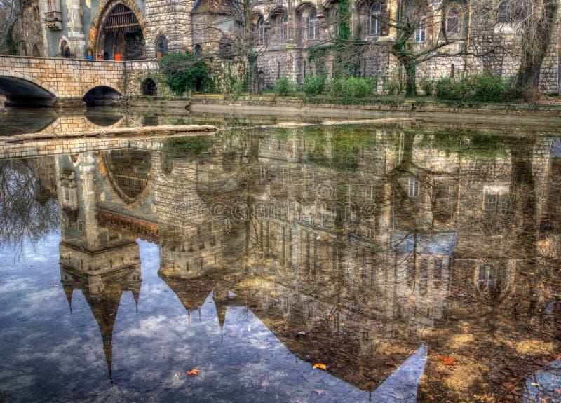 Vajdahunyad城堡,城市公园,布达佩斯,匈牙利-反射在湖 库存照片