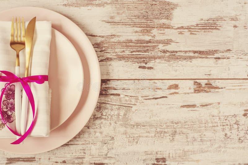 Vajilla elegante para la cena, flatlay creativos - banquete de boda, decoración del acontecimiento y concepto de la inspiración A foto de archivo libre de regalías