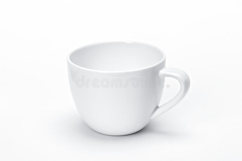 Vajilla en blanco para su diseño, fondo de cerámica blanco de la porcelana de la plantilla del blanco de la taza del té imágenes de archivo libres de regalías