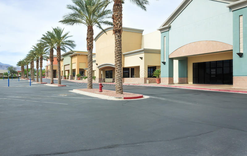 Vakant kommersiell köpcentrum arkivbild