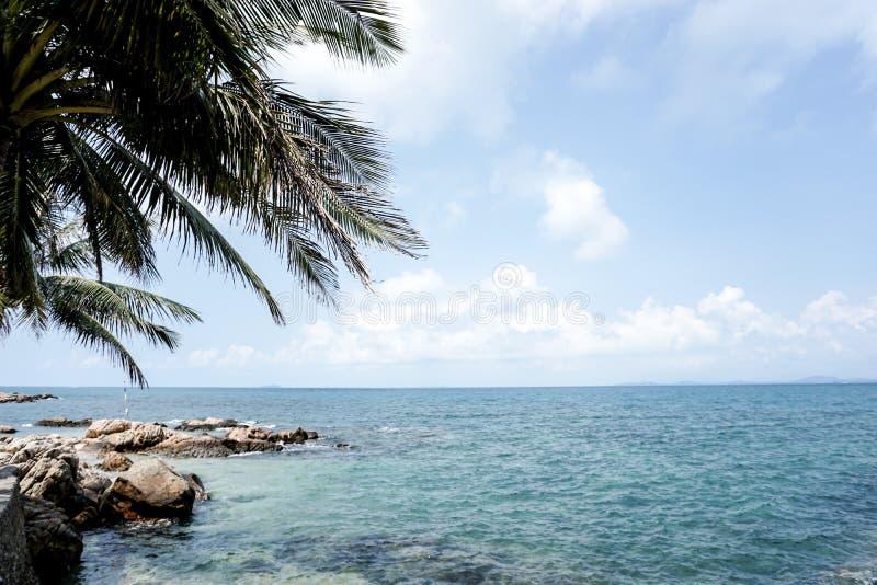 Vakantie als eilandhemel uit deur Mooi het water blauw overzees en strand van de aardzomer royalty-vrije stock foto's