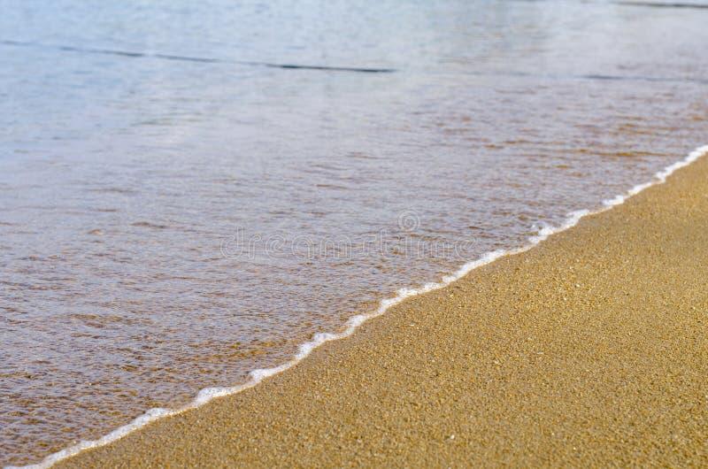 Vakantie en vredesconcept Mooi tropisch strand, zachte golf h royalty-vrije stock foto's
