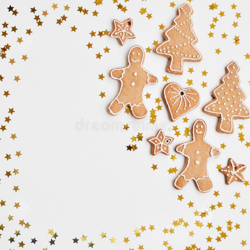 Vakantie glanzende achtergrond Het traditionele eigengemaakte de suiker van peperkoekkoekjes berijpen gestalte gegeven als een gr royalty-vrije stock afbeelding