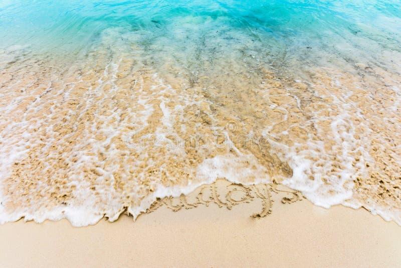 Vakantie op het zand wordt en door het Caraïbische overzees wordt ontruimd getrokken die die royalty-vrije stock fotografie