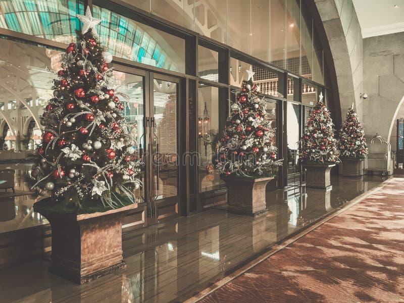 Vakantie verfraaide Kerstmisboom stock afbeelding