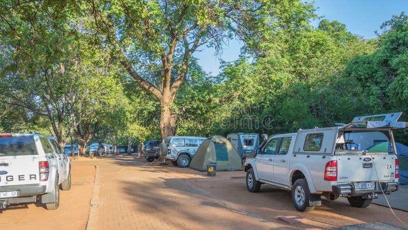 Vakantie voor familiecamping is populair in Zuid-Afrika stock afbeeldingen