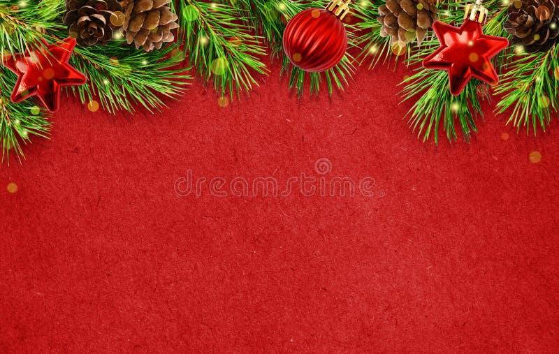 Vakantieachtergrond met Kerstboomtakjes, kegels, ballen abd l stock afbeeldingen