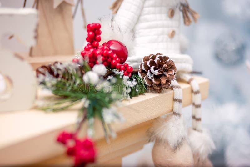 Vakantiedecoratie met de winterelementen royalty-vrije stock afbeelding
