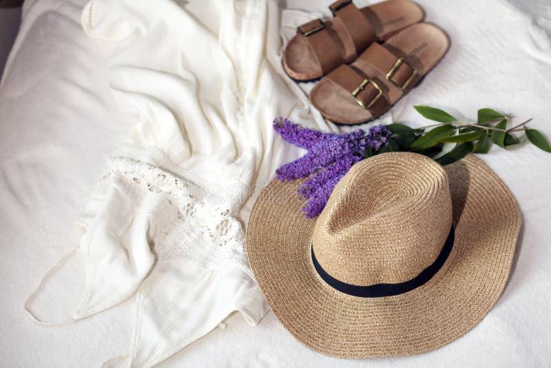 Vakantiereeks Reis en strandtoebehoren stock afbeeldingen