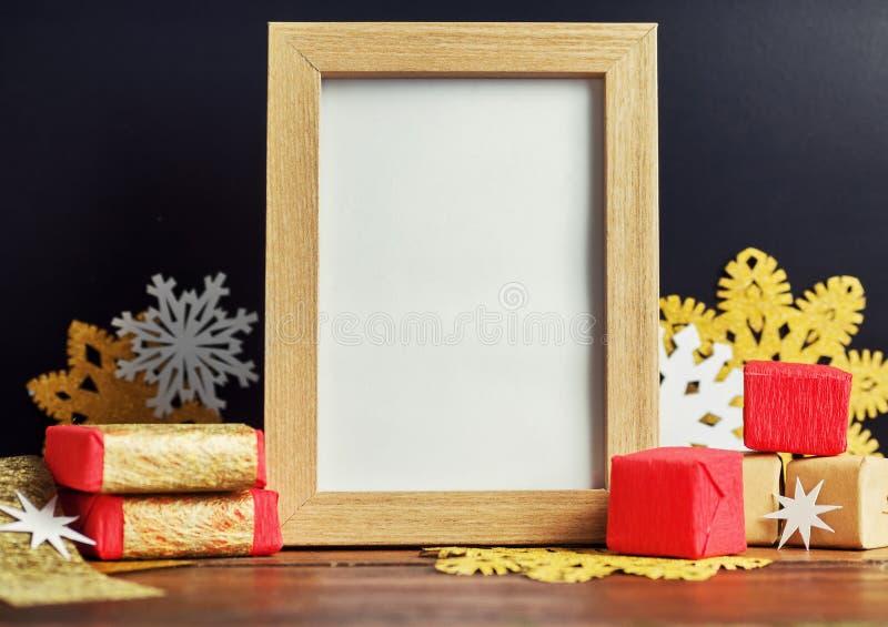 Vakantiespot omhoog met van fotokader en Kerstmis decoratie stock fotografie