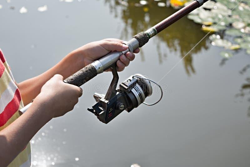 Vakantiewoningsweekend Mijn zoon houdt van te vissen! Mijn kleine visser stock fotografie