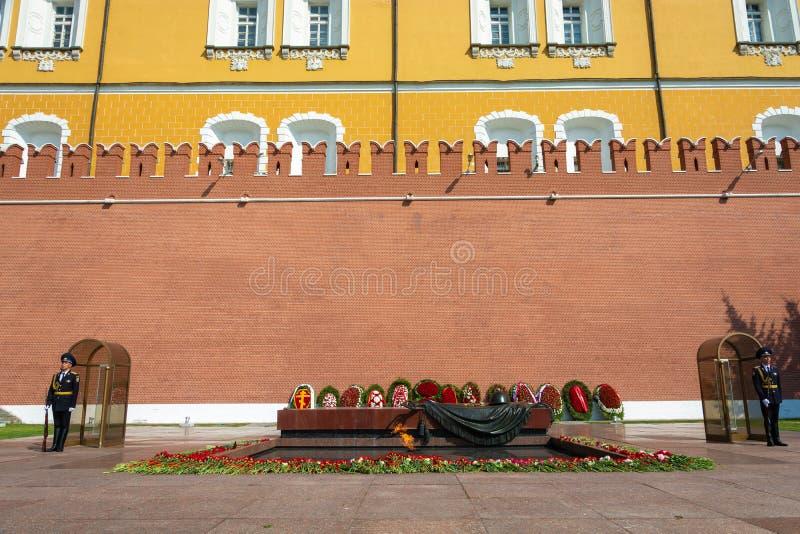 Vakt av heder på gravvalvet av monumentet för okänd soldat, 06/22/2019, Moskva, Ryssland fotografering för bildbyråer