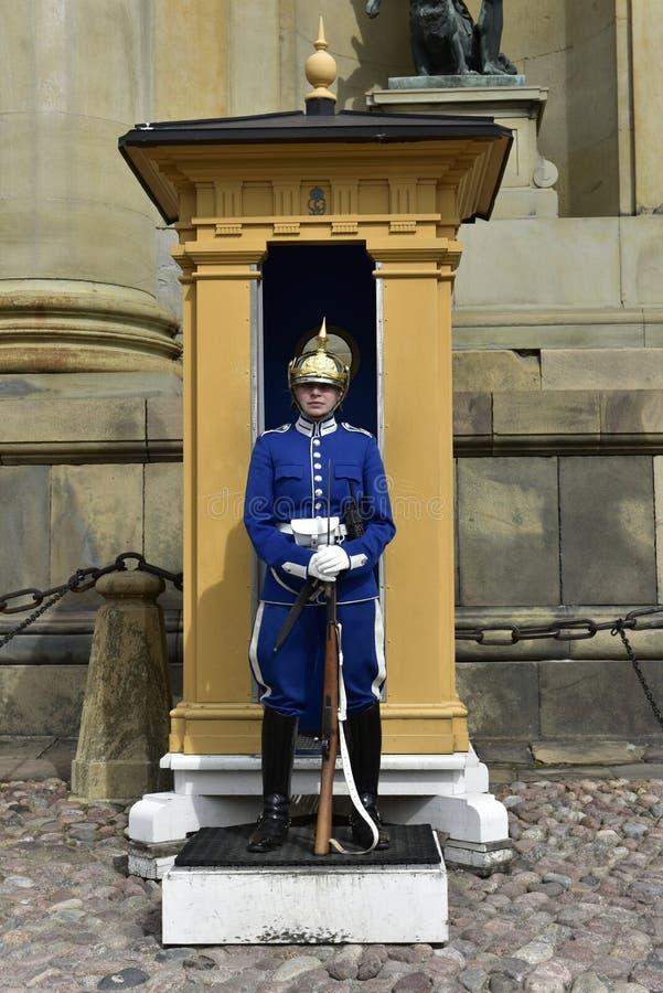 Vakt av Royal Palace i Stockholm, Sverige fotografering för bildbyråer