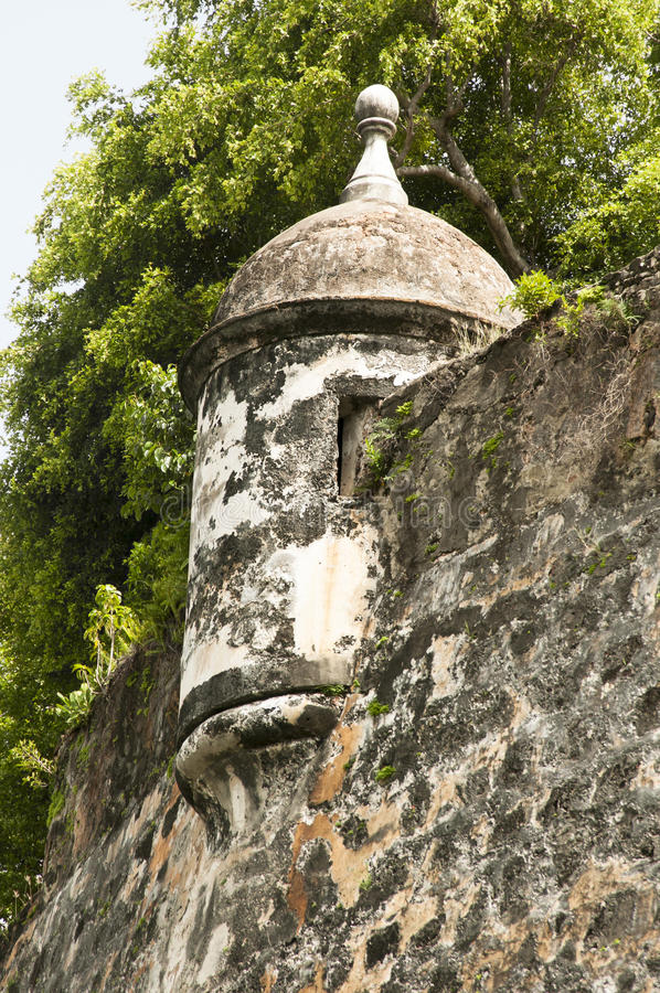 Vaktpostask - stadsvägg - San Juan, Puerto Rico fotografering för bildbyråer