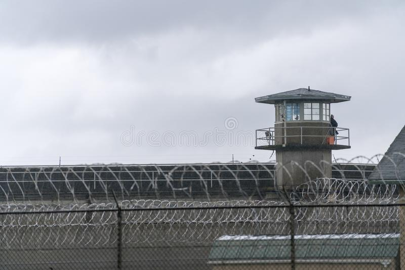 VaktTower Barbed Wire staket Boundary Federal Prison royaltyfri fotografi