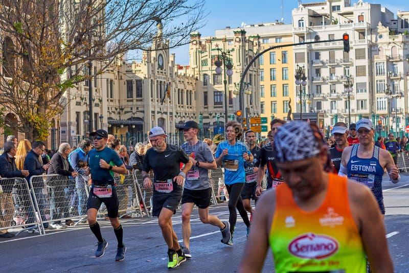 VALÊNCIA, ESPANHA - 2 DE DEZEMBRO: Os corredores competem no XXXVIII Valencia Marathon o 18 de dezembro de 2018 em Valência, Espa foto de stock royalty free
