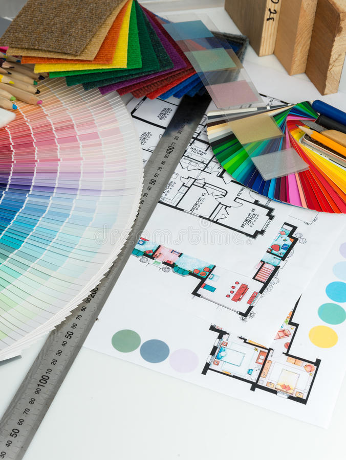 Val av färger och material för hem- renovering arkivbild