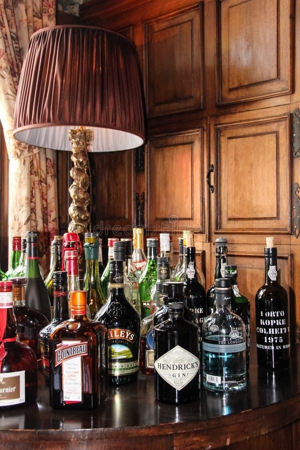 Val av flaskor av alkoholdrycker royaltyfri foto