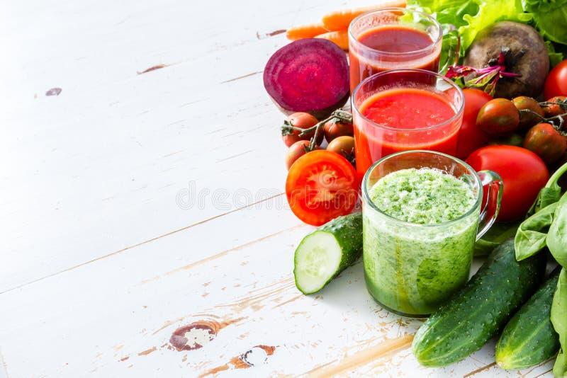 Val av grönsaker och fruktsaft arkivbilder