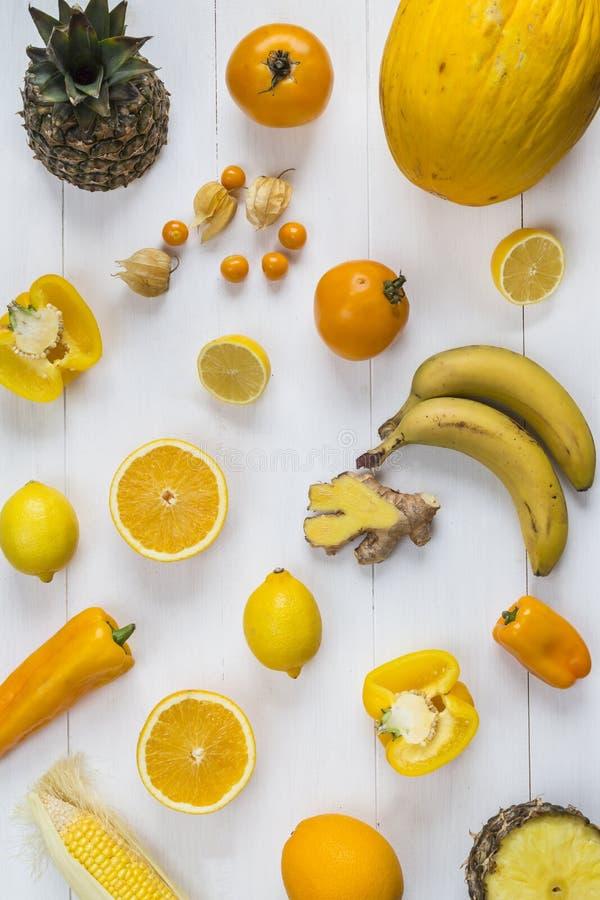 Val av gul frukt och grönsaker arkivbilder