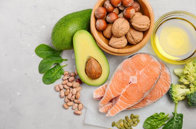 Val av sund mat för hjärta, livbegrepp arkivfoto