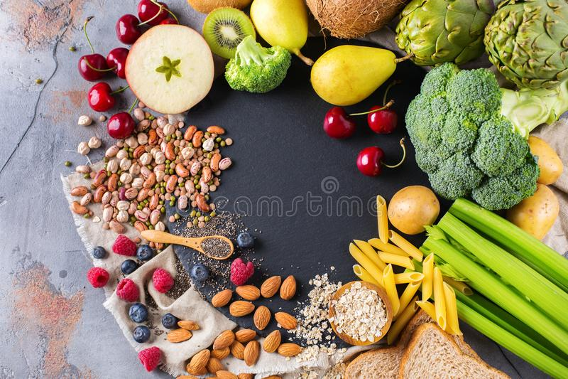 Val av sund rik mat för fiberkällstrikt vegetarian för att laga mat royaltyfri bild