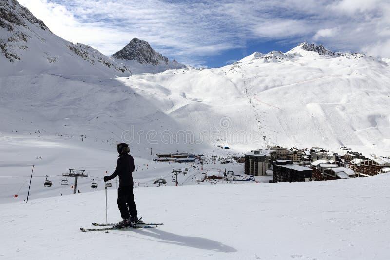 Val Claret vinter skidar semesterorten av Tignes-Val D Isere, Frankrike arkivbilder