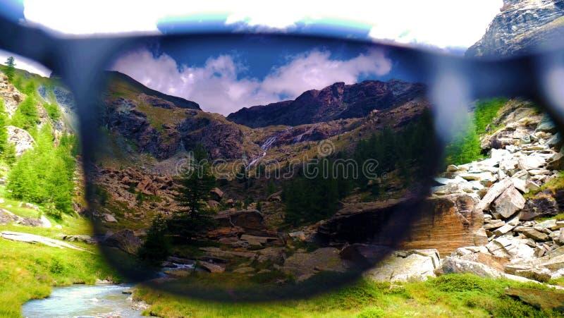 Val-d'Ayas Abflussrinnensonnenbrille stockfoto