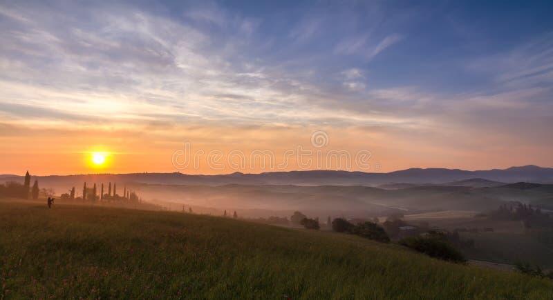 Val d'Orcia efter soluppgången, Tuscany, Italien royaltyfri fotografi