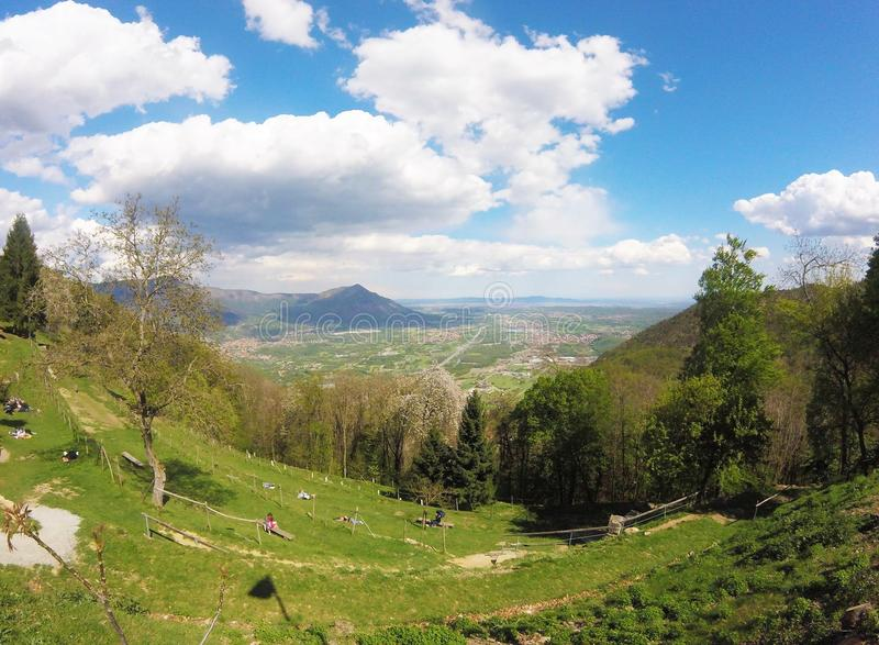 Val Di Susa, όμορφη άποψη της κοιλάδας από Sacra Di SAN Michele στοκ εικόνες