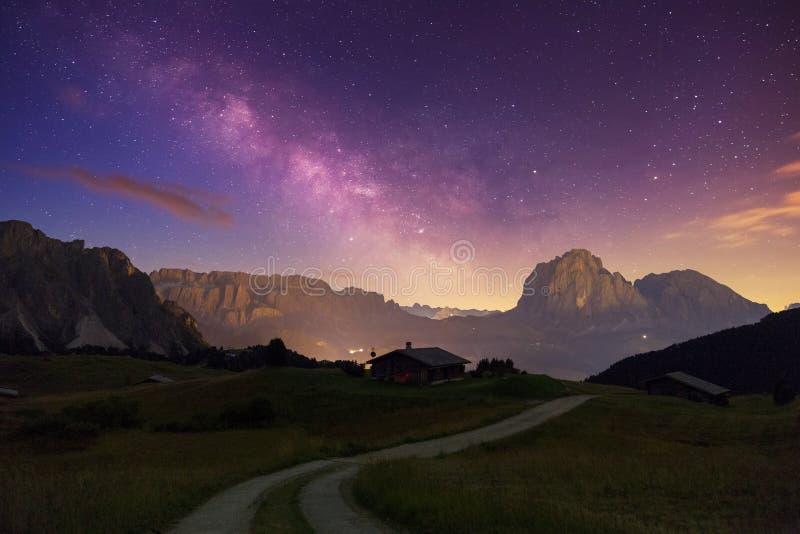 Val Gardena Dolomites con la estrella imágenes de archivo libres de regalías