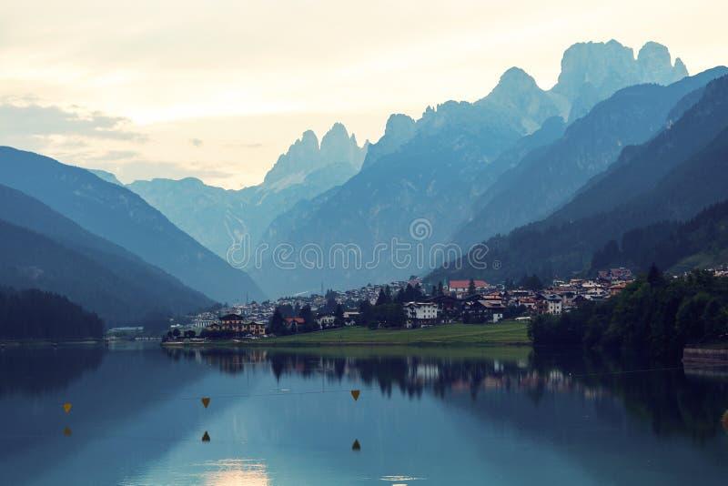 Val Gardena góry i jezioro obrazy royalty free