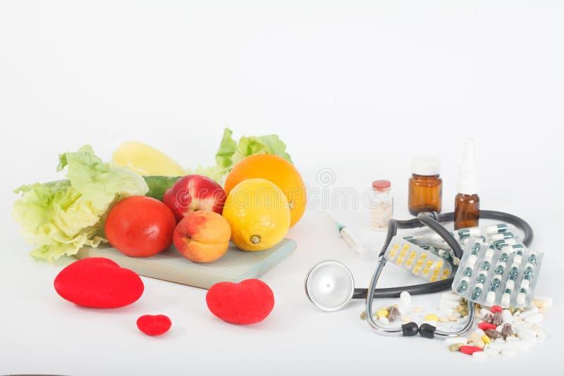Val mellan sunt äta eller preventivpillerar och tillägg royaltyfria foton