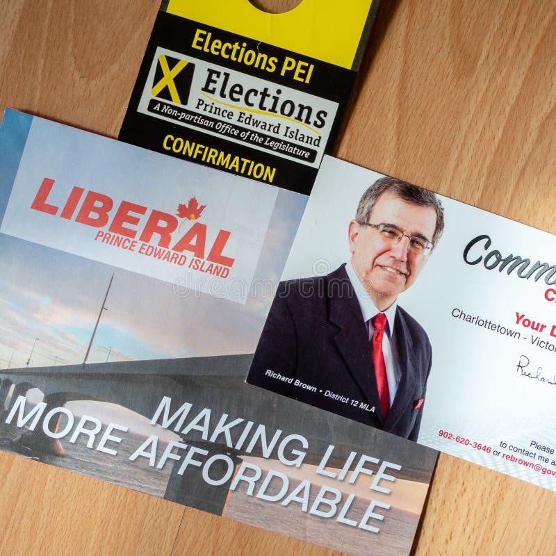 Val PEI; den politiska plattformen och gemenskap kontrollerar in från Richard Brown, PEI Liberal Party för det provinsiella val royaltyfria bilder