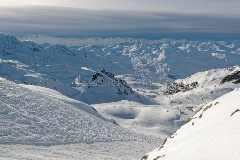 Val Thorens vanaf de bovenkant van Le Peclet stock foto's