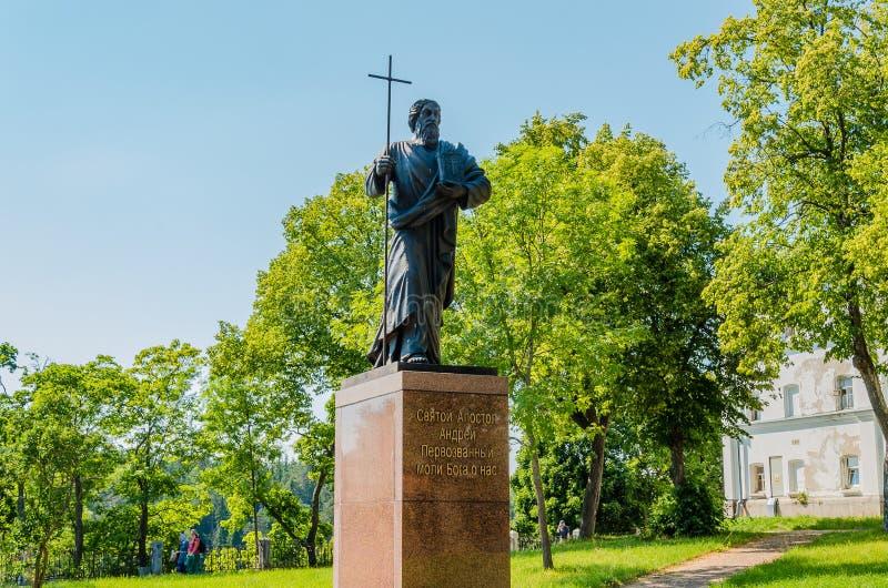 Valaam ö, Ryssland - 07 17 2018: en monument till helig apostelAndrew som Första-kallas nära den Valaam kloster Karelia, royaltyfri bild