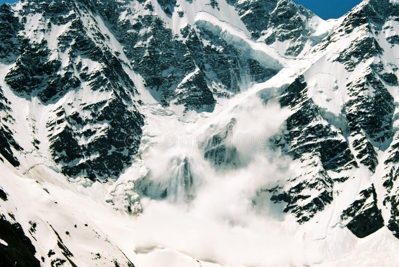 Valanga. Montagna Donguz-Orun.Elbrus. immagine stock