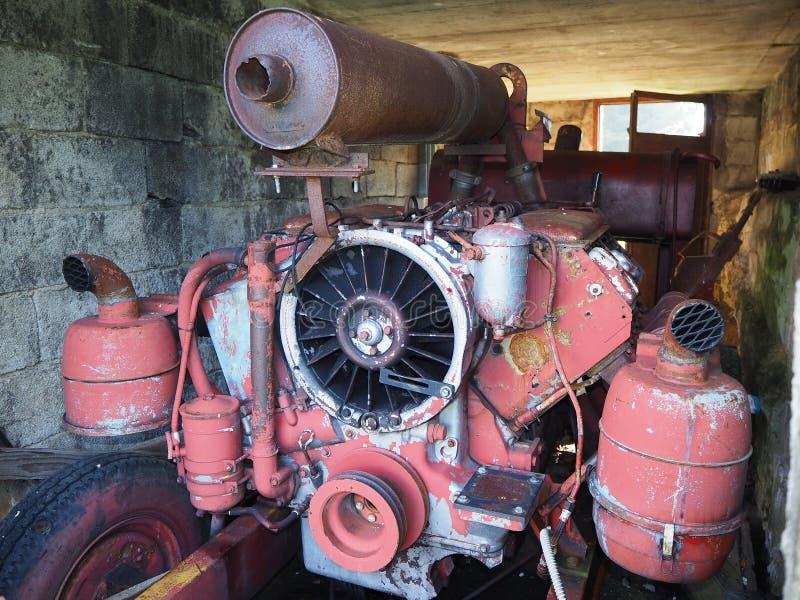 Valcanale, Bergamo, Italia Stazione sciistica abbandonata nel 1998 Vecchio generatore di elettricità fotografie stock libere da diritti
