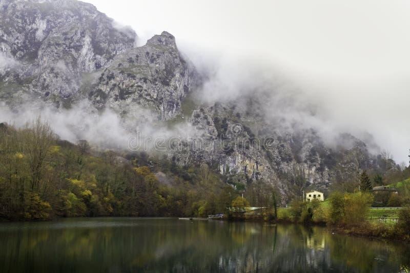Valdemoro rezerwuar w jesieni obrazy stock