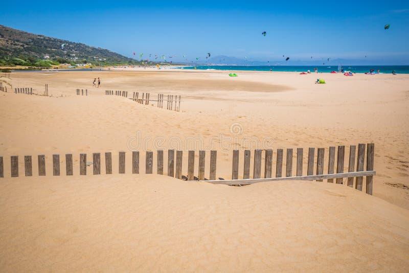 Valdevaqueros海滩在西班牙和天际的非洲 库存照片