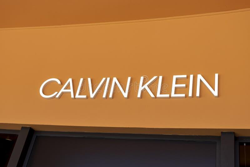 Valdichiana Outlet Village, Italie 09/17/2019: Signalisation du magasin Calvin Klein photo libre de droits