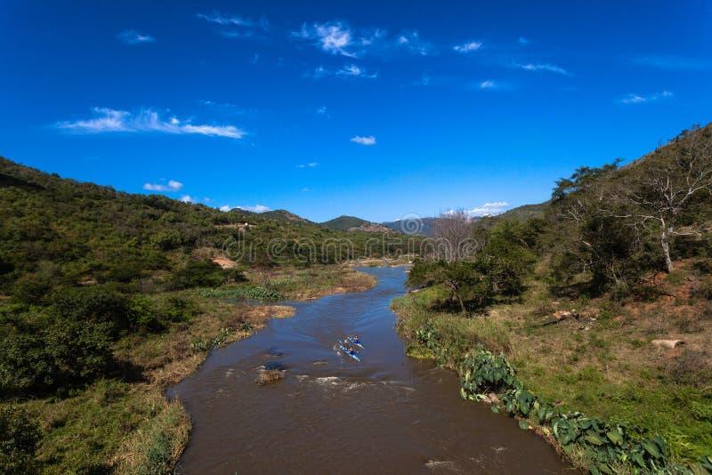 Vale Canoeing da raça do rio fotos de stock