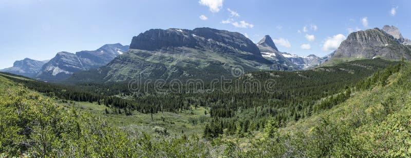 Vale da montanha da fuga do lago iceberg - parque nacional de geleira fotografia de stock