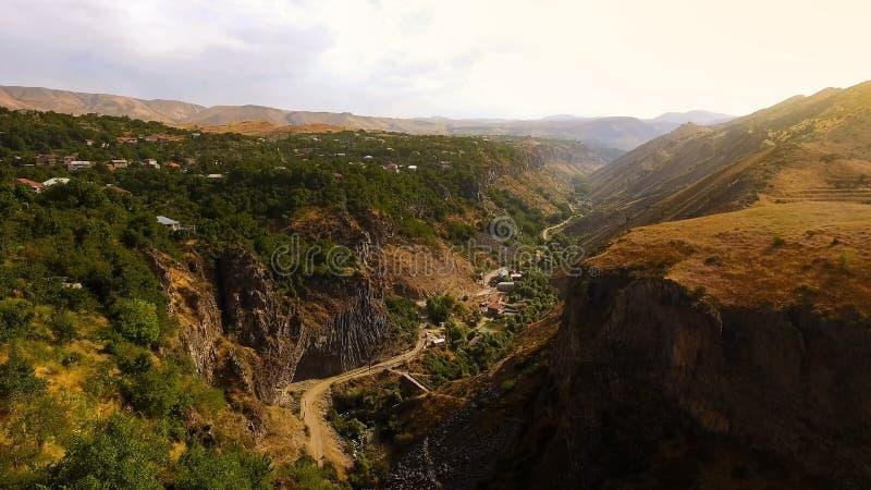 Vale da montanha em Armênia, em natureza e em turismo, vista panorâmica fantástica fotos de stock