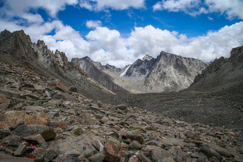 Vale da montanha perto de Mount Kailash fotografia de stock royalty free