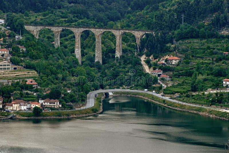 Vale de Douro - a cidade Oliveira faz foto de stock