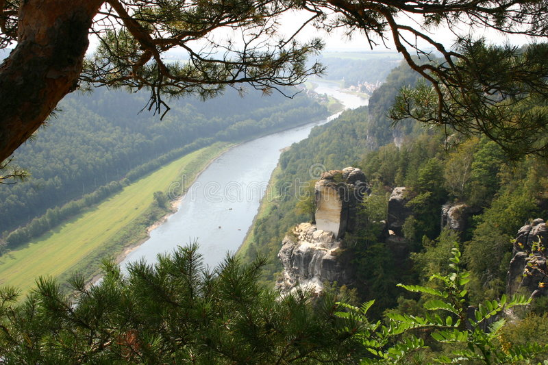Vale de Elbe perto de Dresden imagem de stock